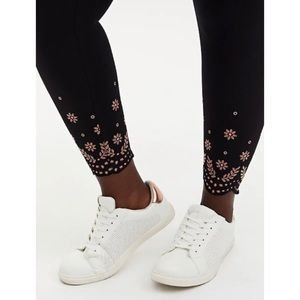 🆕Black Scallop Embroidery Crop Premium Legging 2X
